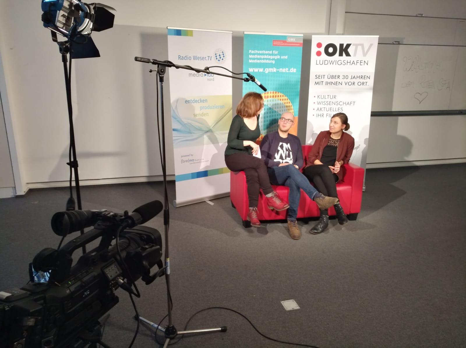Adrian Roeske und Katharina Heitmann im Interview beim Roten Sofa